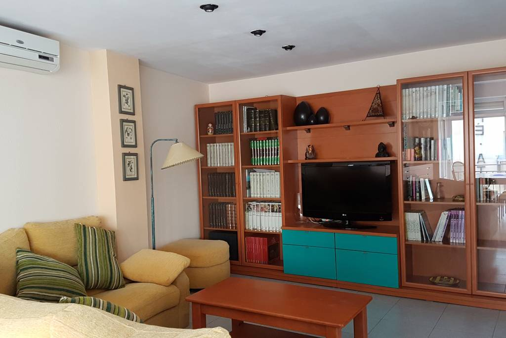 Amplio salón comedor Cala Providencia Alojamiento Rural Guiamets Tarragona