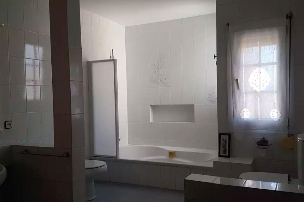 Cuarto-de-baño-alojamiento-rural-tarragona
