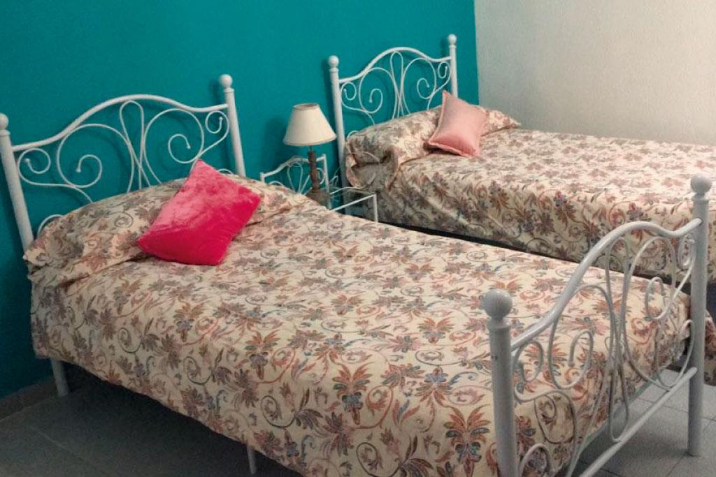 Habitacion-dos-camas--Cala-Providencia-Alojamiento-Rural-Guiamets-Tarragona